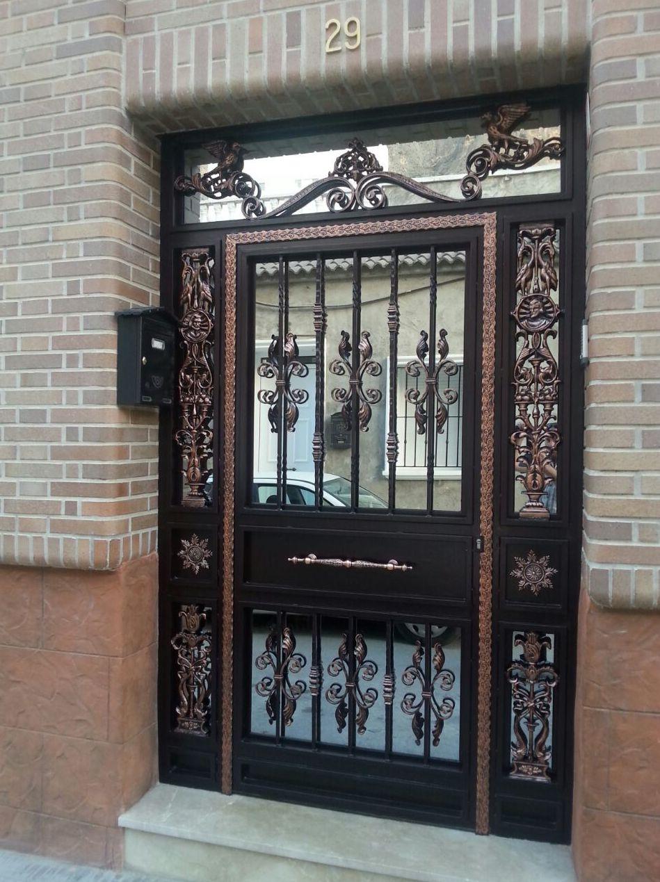 Puertas de calle de hierro simple las puertas de entrada for Modelos de puertas de hierro con madera